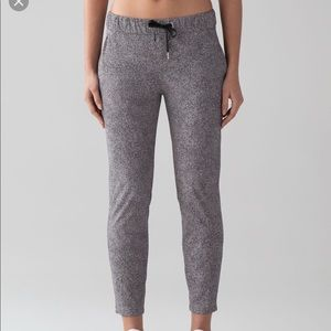 Lululemon On The Fly Pant sz 2
